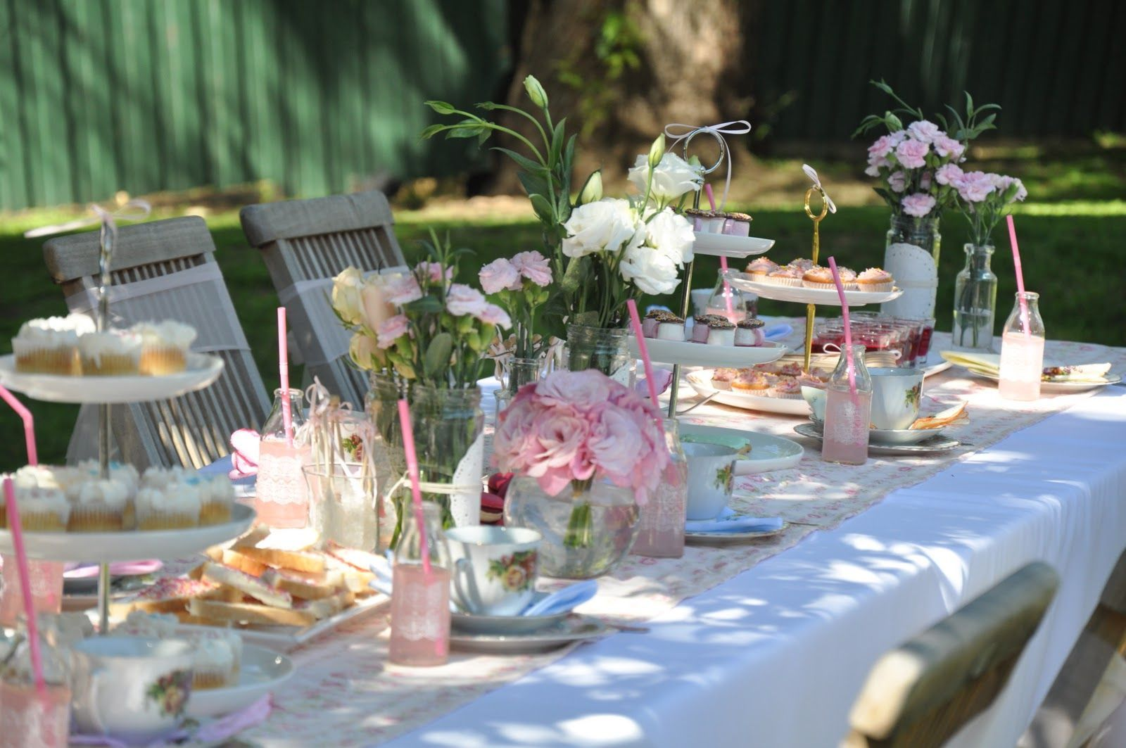 Are You Planning A Garden Party For Special Occasion To Organize If So We Can Help With Some Impressive Ideas Striking Table Decorations