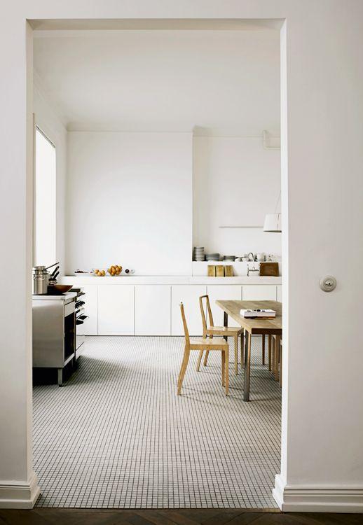 Wolfgang Benkhen´s home in Hamburg  Photographer Marc Seelen    Pics via ELLE Decor Italia