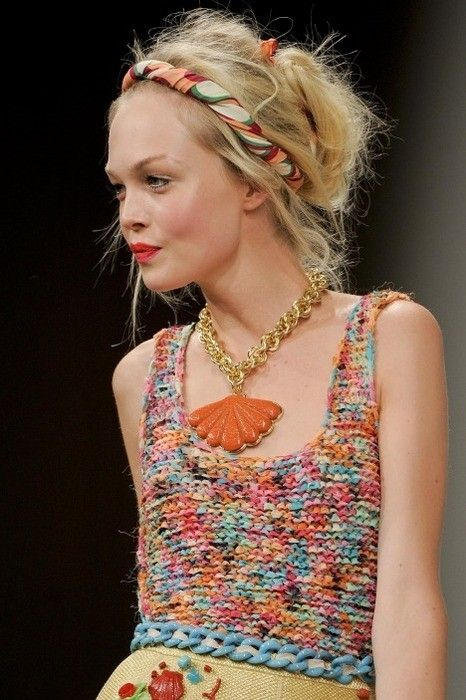Cute knitted top. by helene