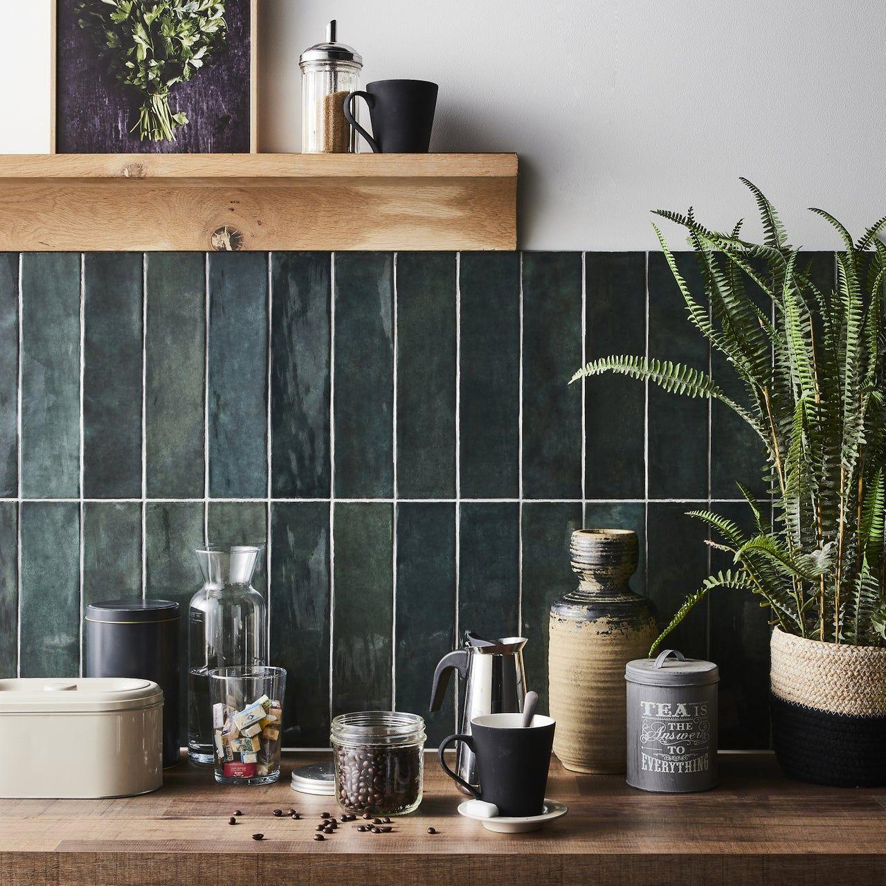 Carrelage Mur Forte Vert Fonce Brillant L 7 5 X L 30 Cm Bakerstreet Au Meilleur Prix En Stock Livraison En 2020 Murs Vert Fonce Carrelage Mural Cuisine Carrelage