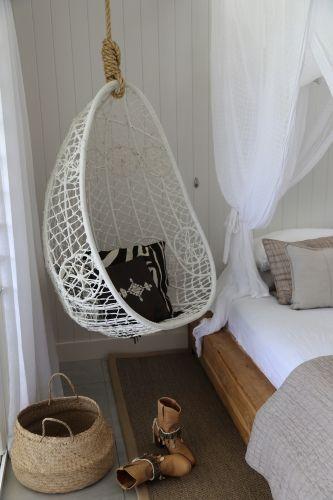 Fotoliu Balansoar Rattan Alb Suspendat De Tavan Dormitor Hanging Chair Chair White Cushions
