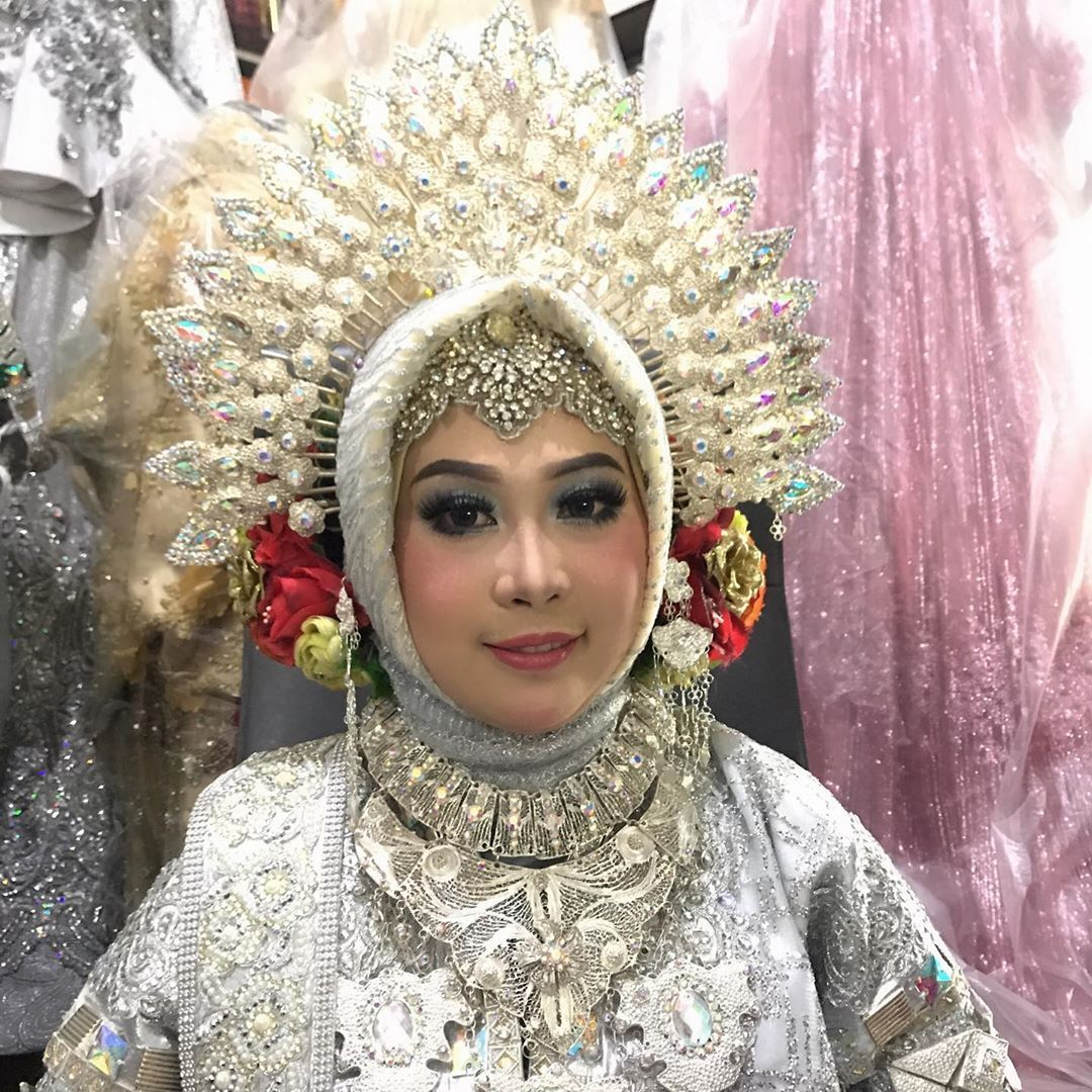 Make up pengantin adek chichifauziah9 contact WA