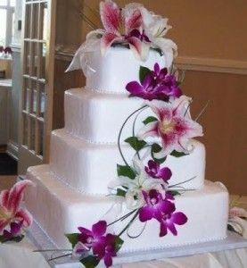 Bolo de casamento quadrado com flores