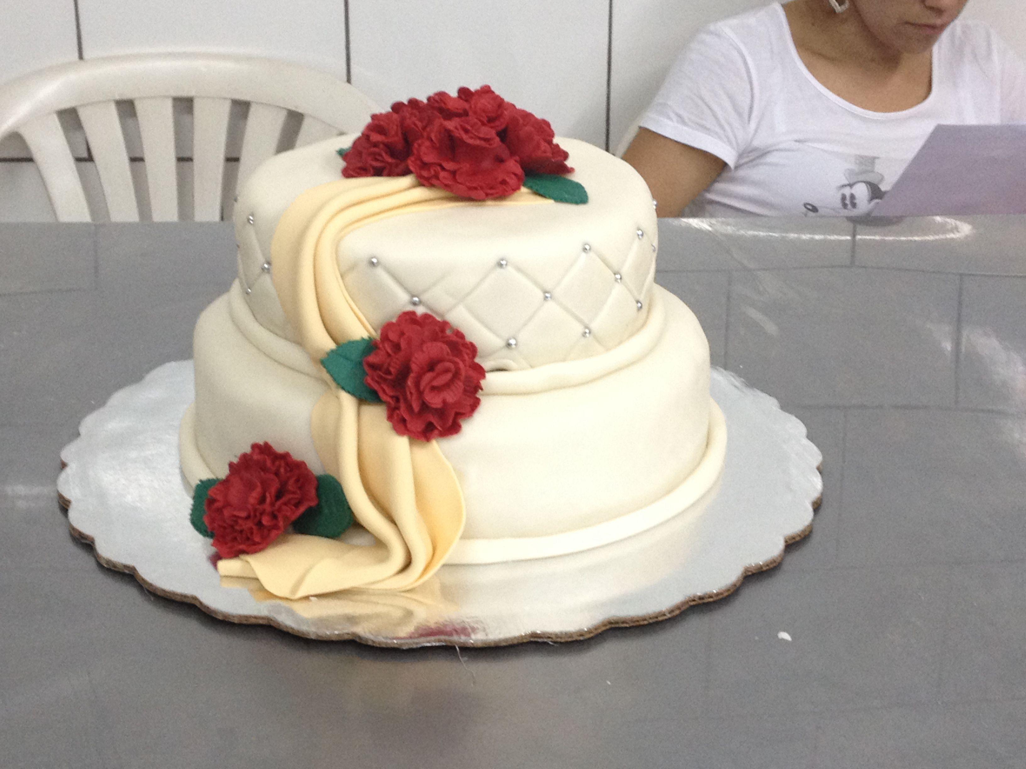 queque de boda con flores comestibles