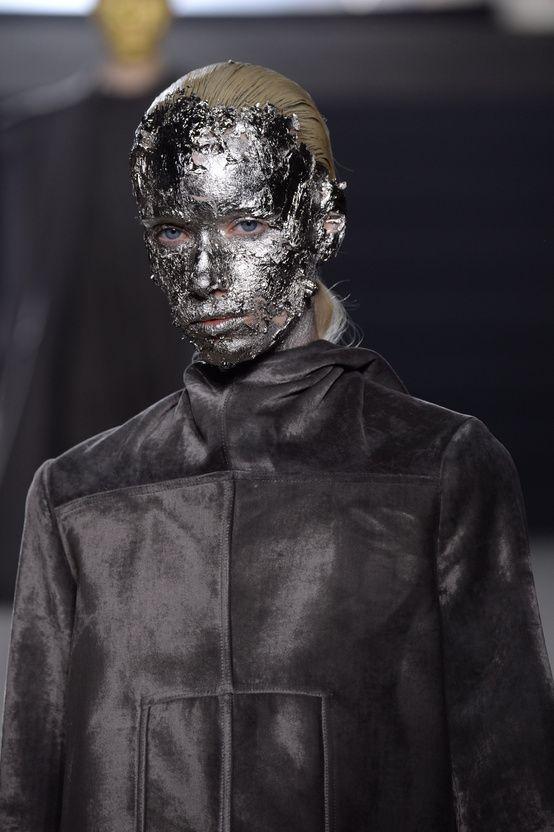 La chronique de Suzy Menkes sur le défilé Rick Owens automne-hiver 2015-2016 Fashion Week Paris | Vogue