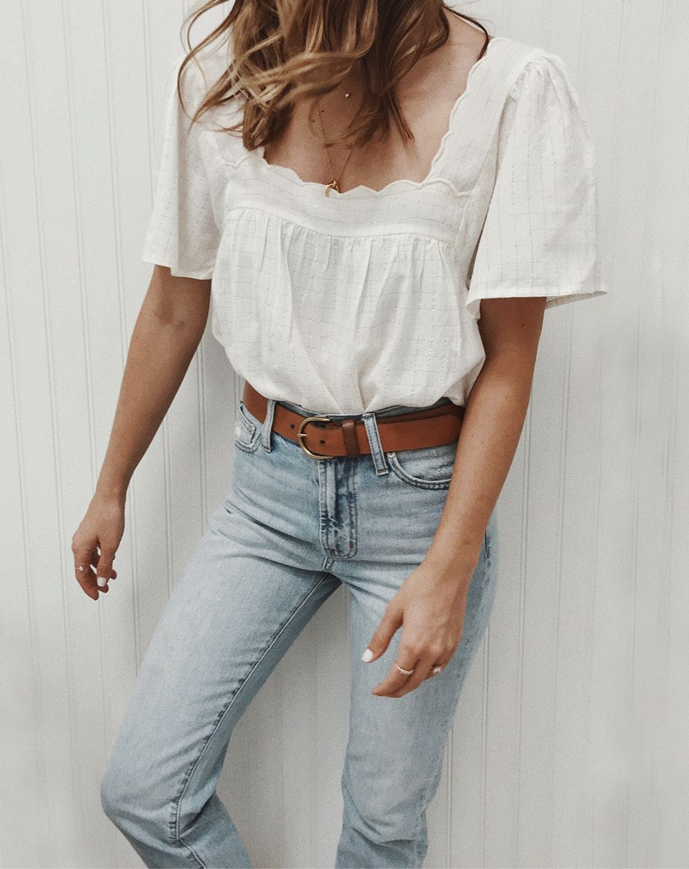 9f55fa406ecc livvyland-blog-olivia-watson -white-scalloped-top-tucked-in-high-rise-jeans-brown-belt-sezane-outfit -classic