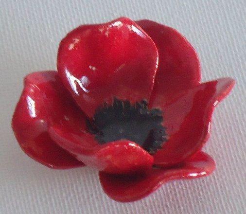 Gedenktag Mohnblume Handgefertigte Keramikblume Von Bronsceramics Keramik Blumen Handgefertigte Keramik Keramik Projekte