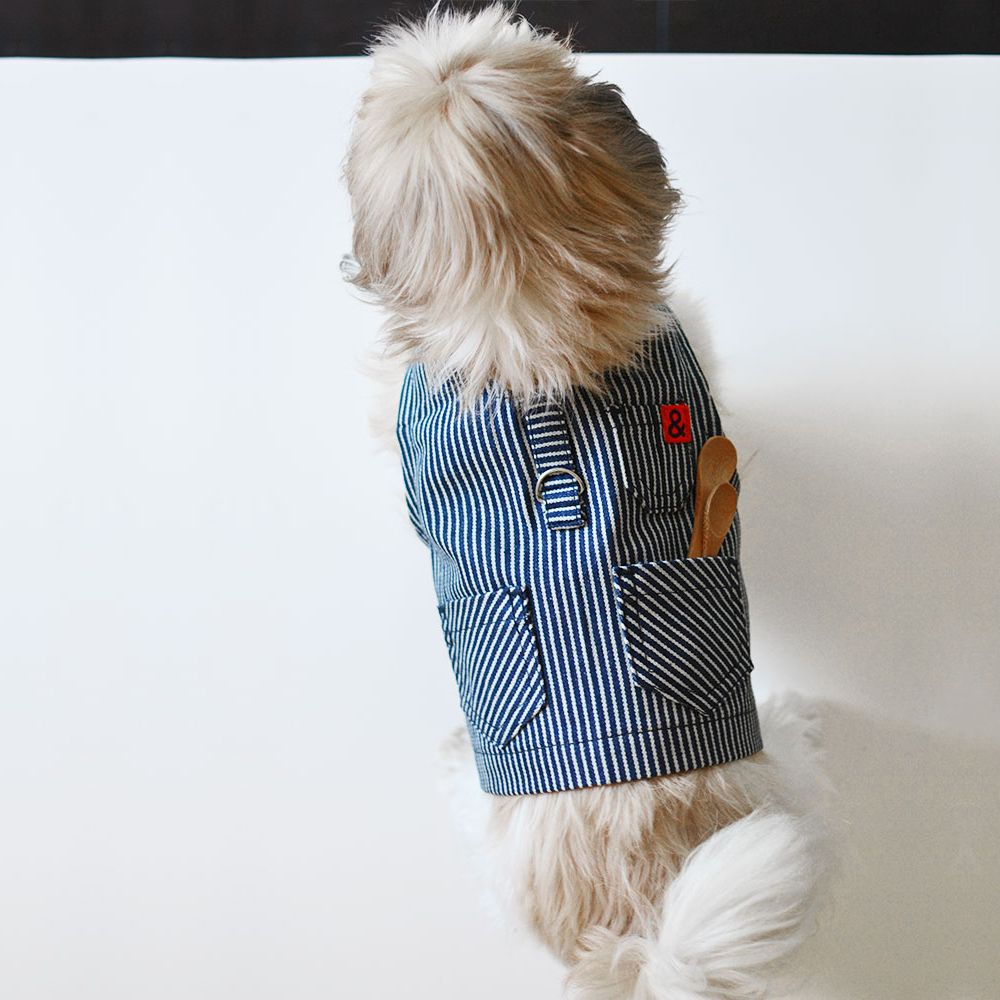 No, your eyes do not deceive you. This is an apron for your pooch. #MadeinLA