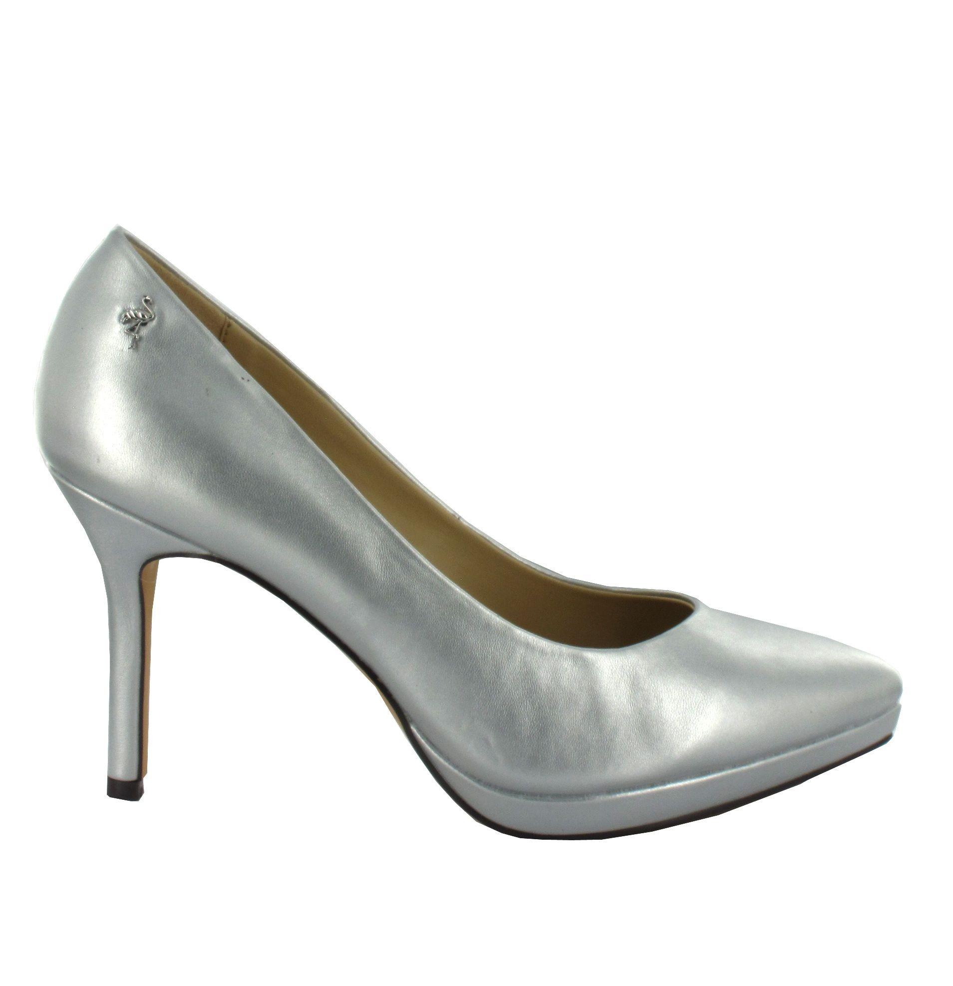 Zapato de piel en tono Plateado con plataforma y tacón fino. Muy cómodos y elegantes. Ref. 6813  //Leather platform shoes in Silver color, with a slim heel. Very comfy and elegant. Ref.6813