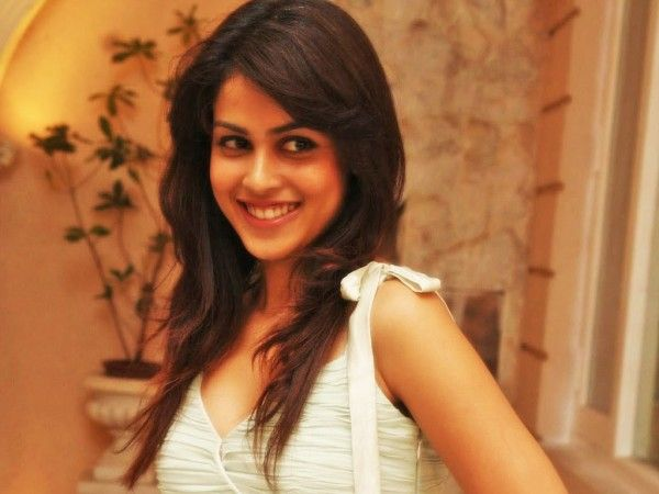 Download Cute Genelia Dsouza Wallpapers Hd Wallpaper From The Above