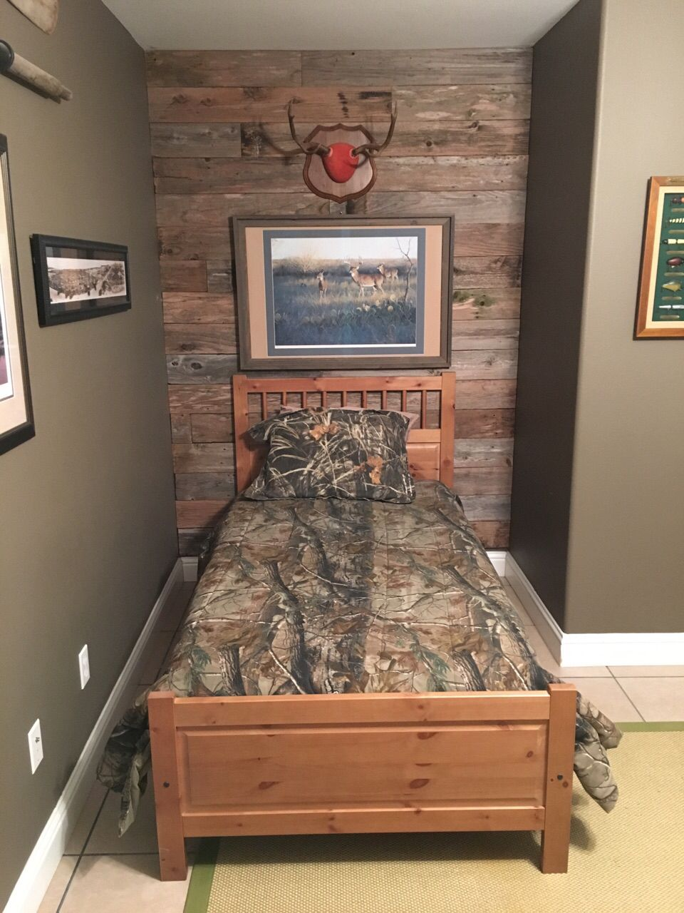 Accent Wall Made With Weathered Fence Pickets Pallet