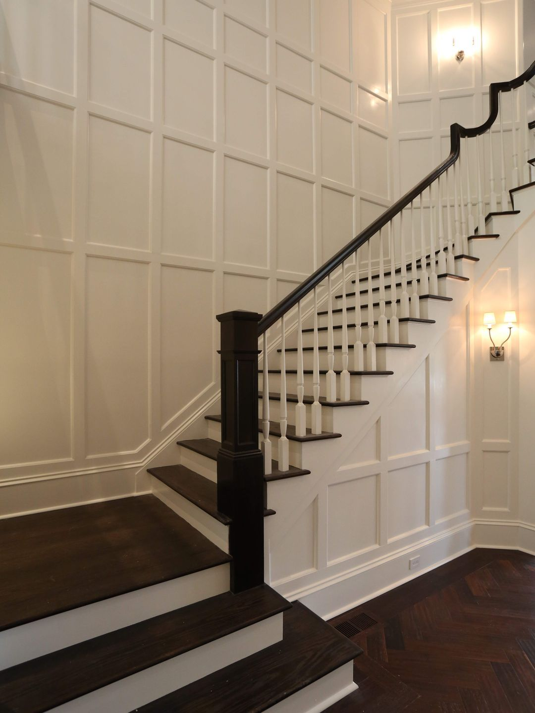 Best Dark Wood White Staircase House Styles House Design 400 x 300