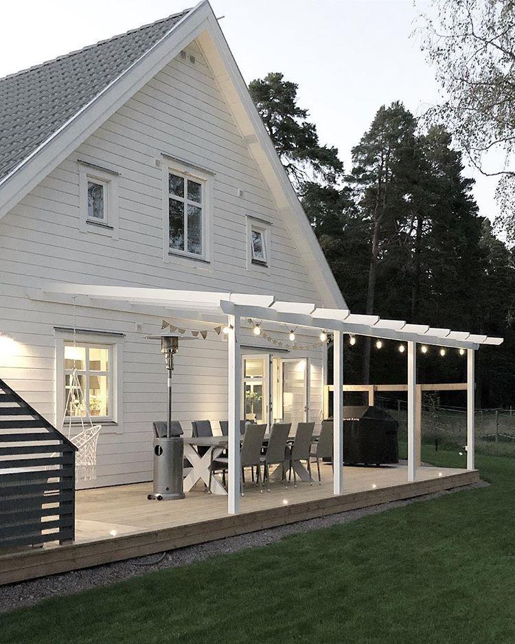 """Photo of Villa Myrvägen på Instagram: """"Snart helg og jeg hoppas på fine väder så vi kan bruke dette 👆🏻 # altaninspiration #altanbelysning #altan #pergola # vårtnyahus…"""""""