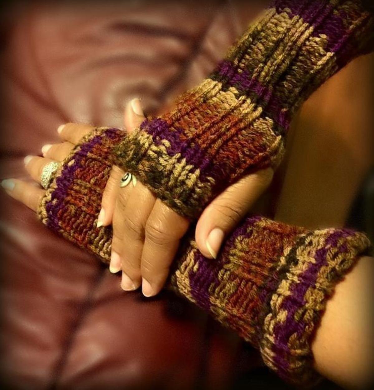 Loom Knit Fingerless Gloves Mittens | Loom crochet, Round ...