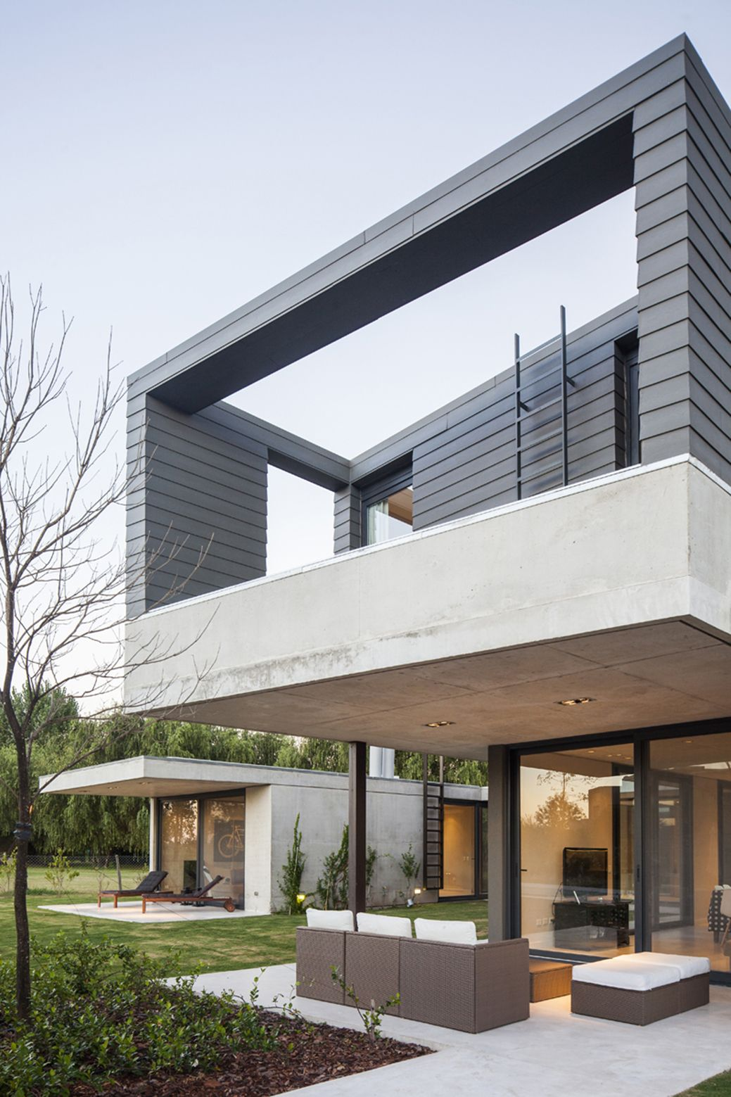 Casa e246 ezequiel amado cattaneo architecture and for Casa home goods