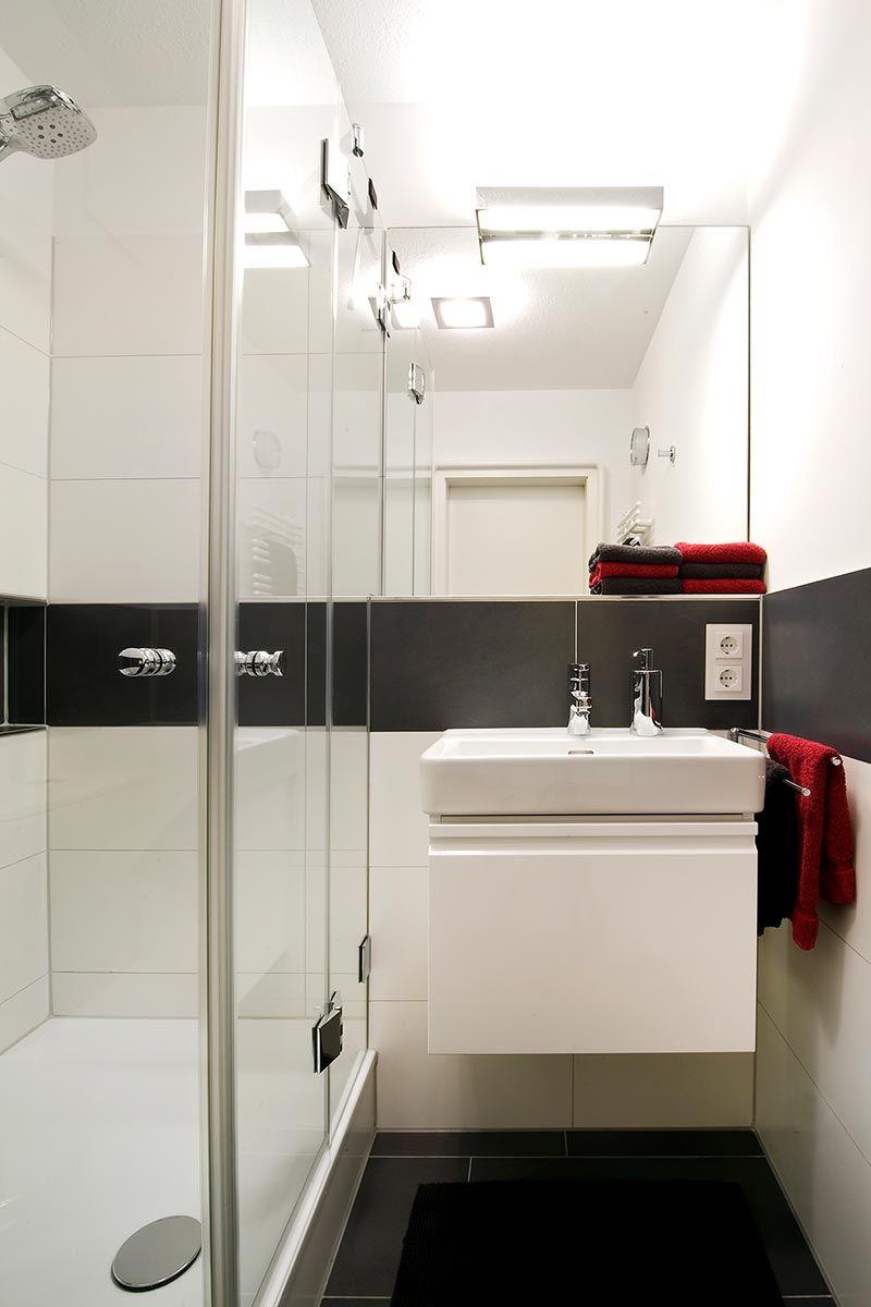 Modernes MiniBad mit Dusche (2,6 m²) Badfirma Hans
