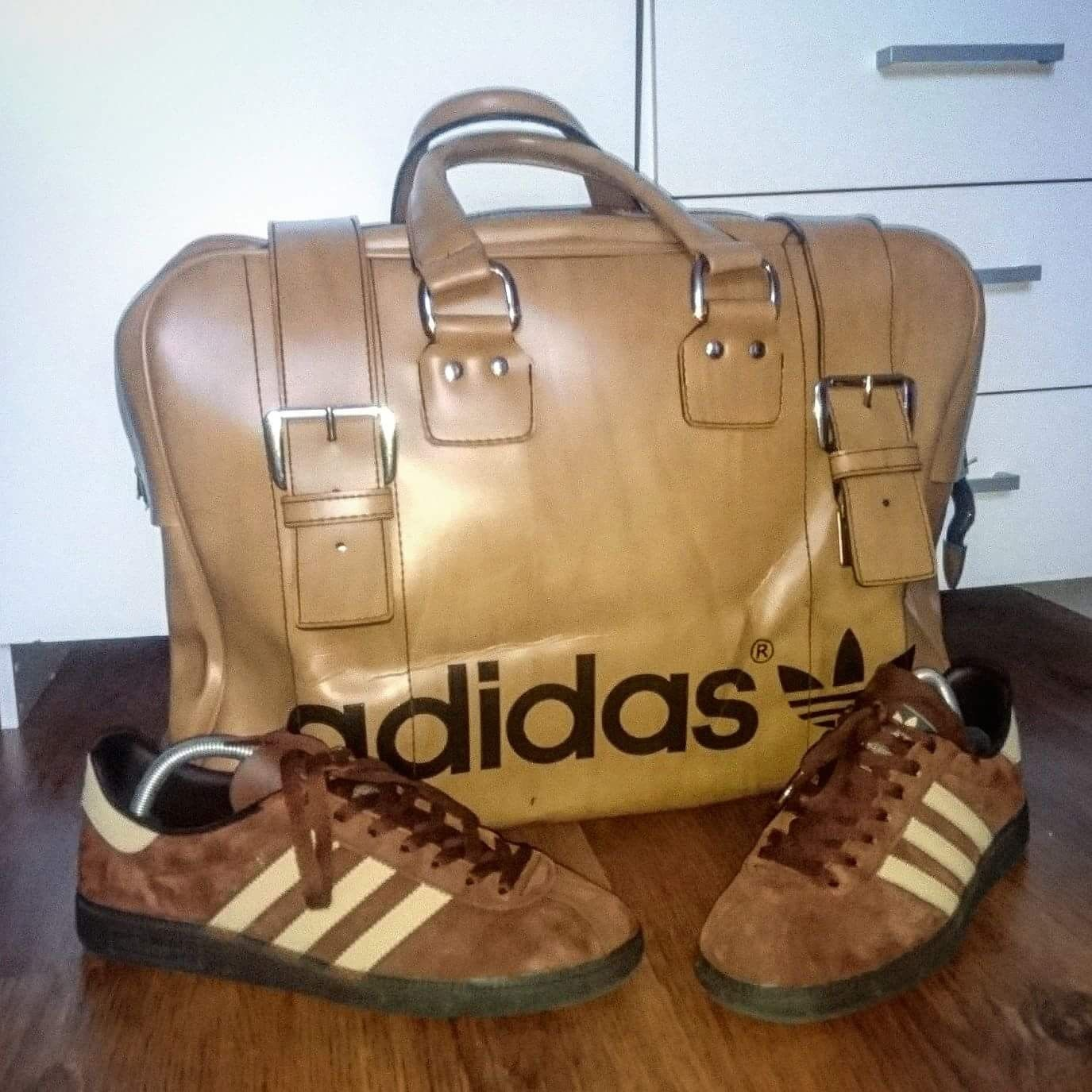 48f52006b214 Crackin adidas leather bag and Munchens