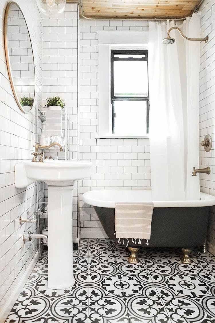Salle de bain noir et blanc en 20 id es in dites donnant - Concevoir salle de bain ...