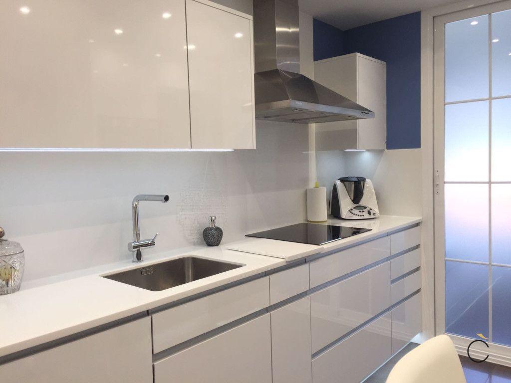 Cocina blanca moderna con luminosidad - cocinas blancas modernas ...