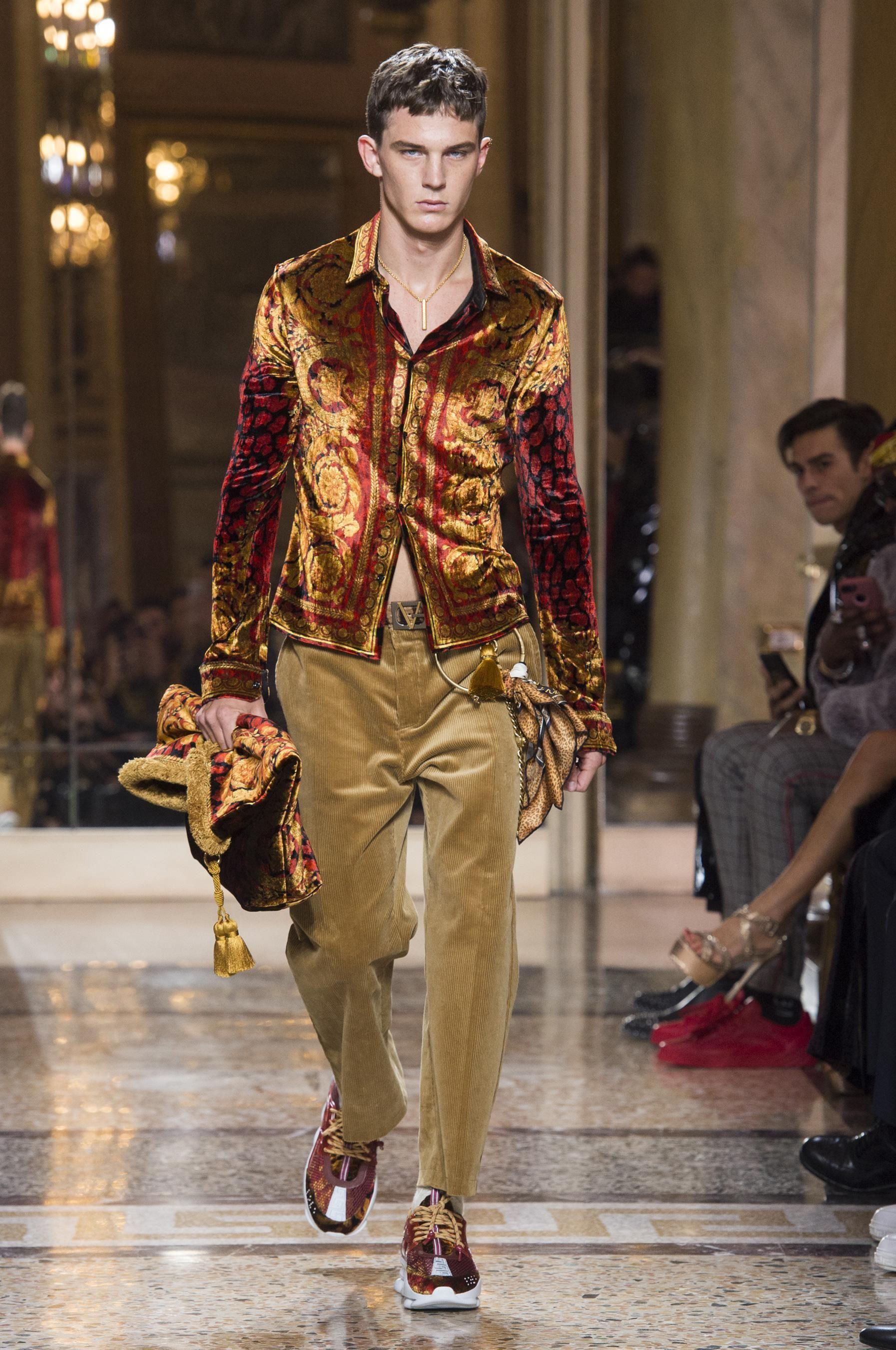 7266688acc7a Défilé Versace automne-hiver 2018-2019 Homme - Madame Figaro Tendance Mode  Homme,