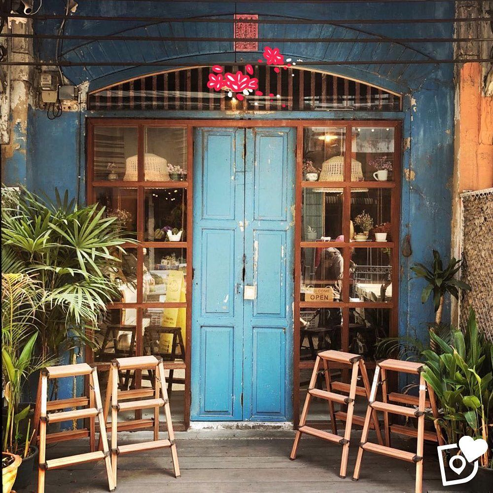 Bangkok Blue Deliciouslyapp Bangkok Thailand Thailande Cafe Street Coffeeshop In 2020 House Styles House Coffee Shop