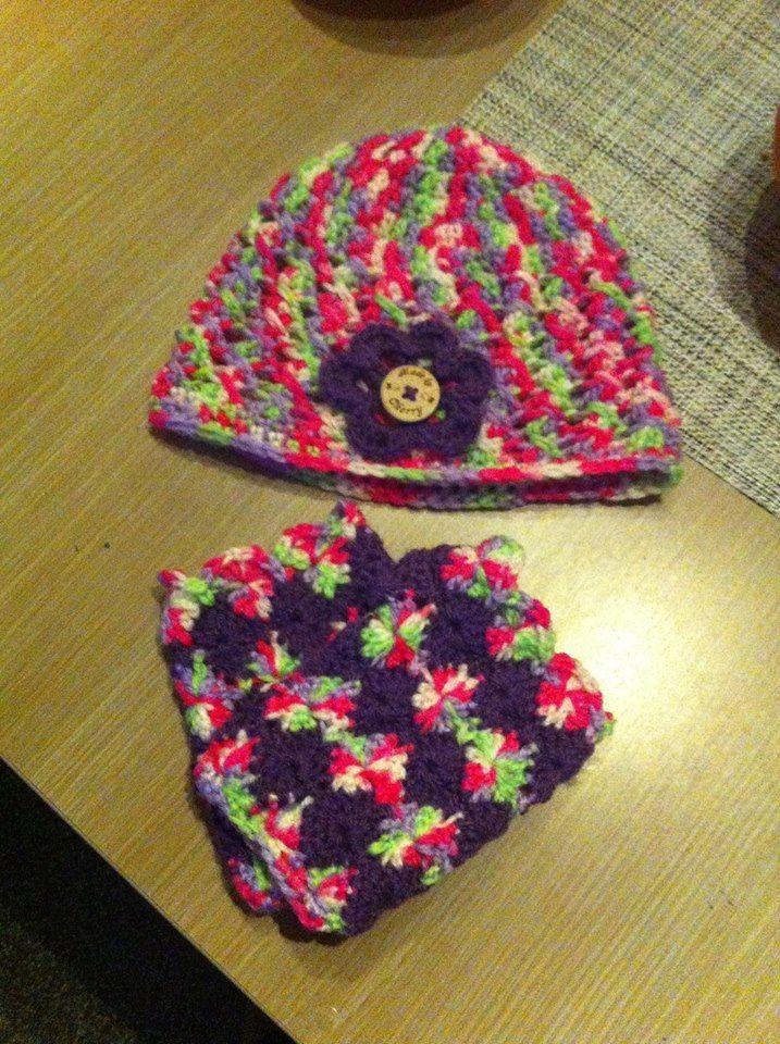 Crochet fingerless gloves and beanie
