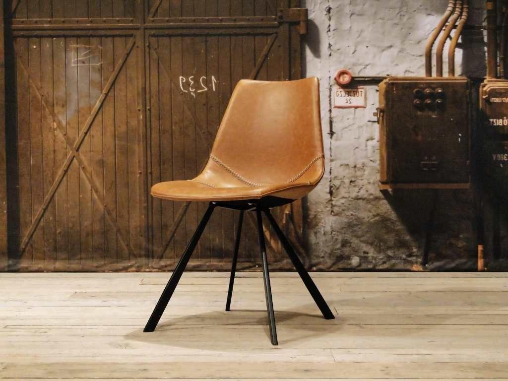 Vintage stoel en andere leren eetkamerstoelen vindt u bij ons