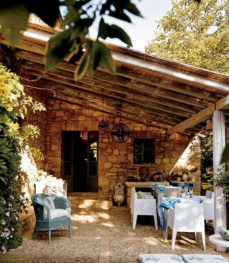 Terrasse mit Überdachung im rustikalen Stil für draußen - terrasse gestalten ideen stile