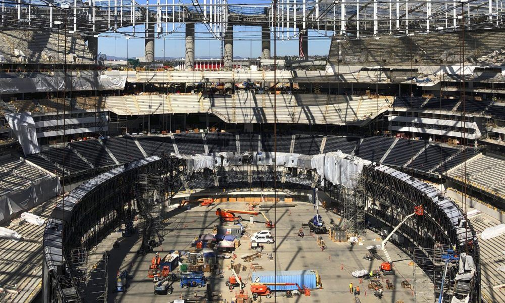 The Rams And Chargers New Stadium Tested Out Its Ridiculous Doubled Sided Oculus Videoboard In 2020 Stadium Chargers Inglewood