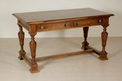 Tavolo-scrittoio in stile Neorinascimento