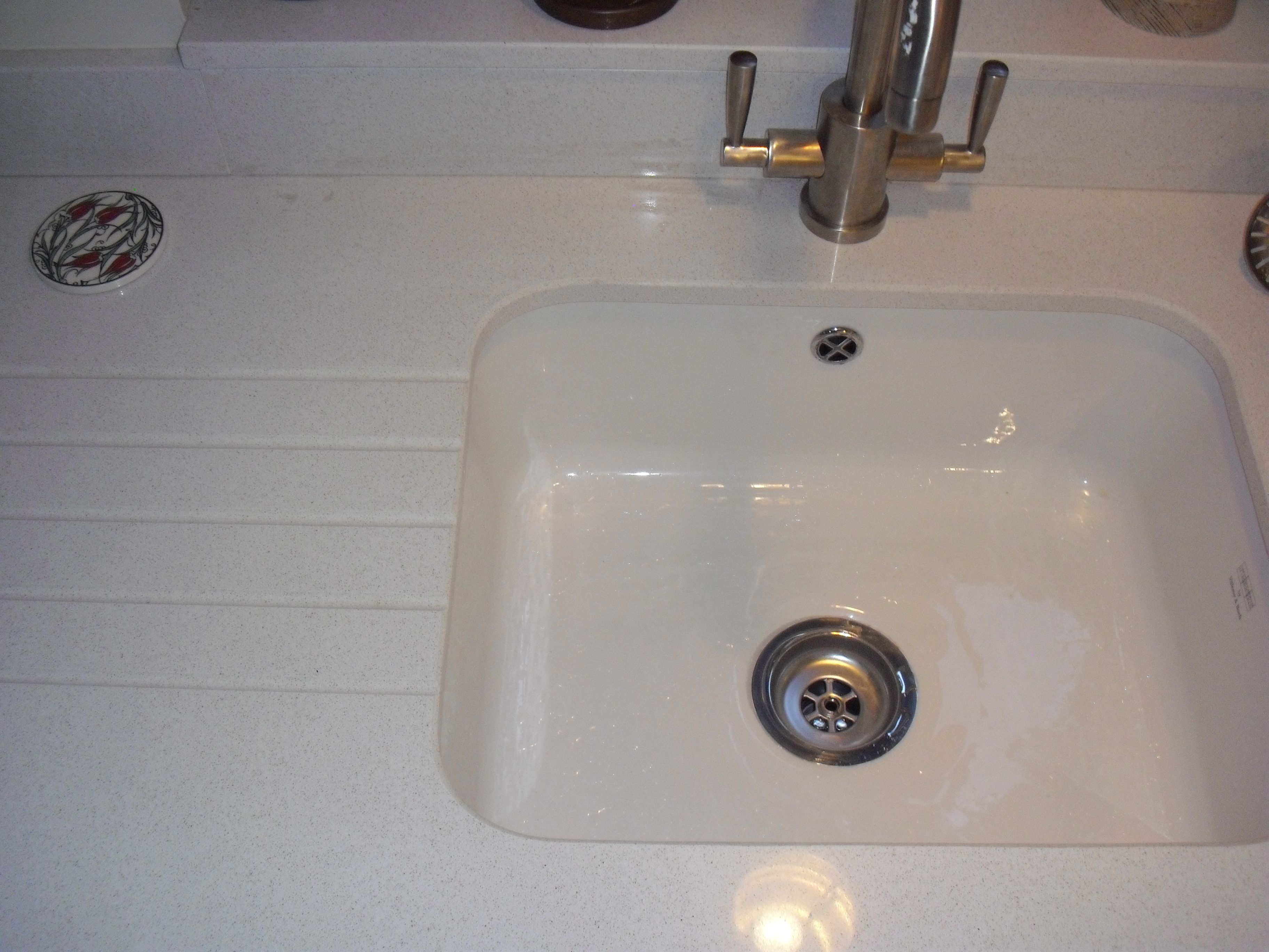 #BlancoNorte Quartz From #Silestone. Ceramic #undermount Sink With  #drainergrooves