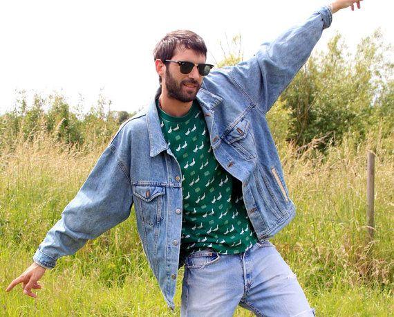 90s GRUNGE denim jacket, men or women, oversized cut, faux leather pockets, nice tag inside / Veste en jean années 90 grunge homme ou femme