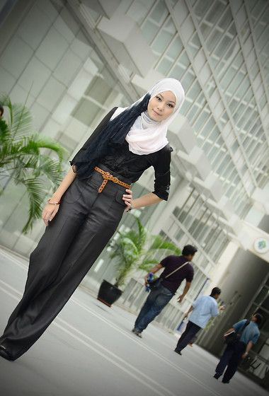 12cefe7bec i don't consider this hijab...she is wearing short sleeves and tight pants...then  put a scarf on her head