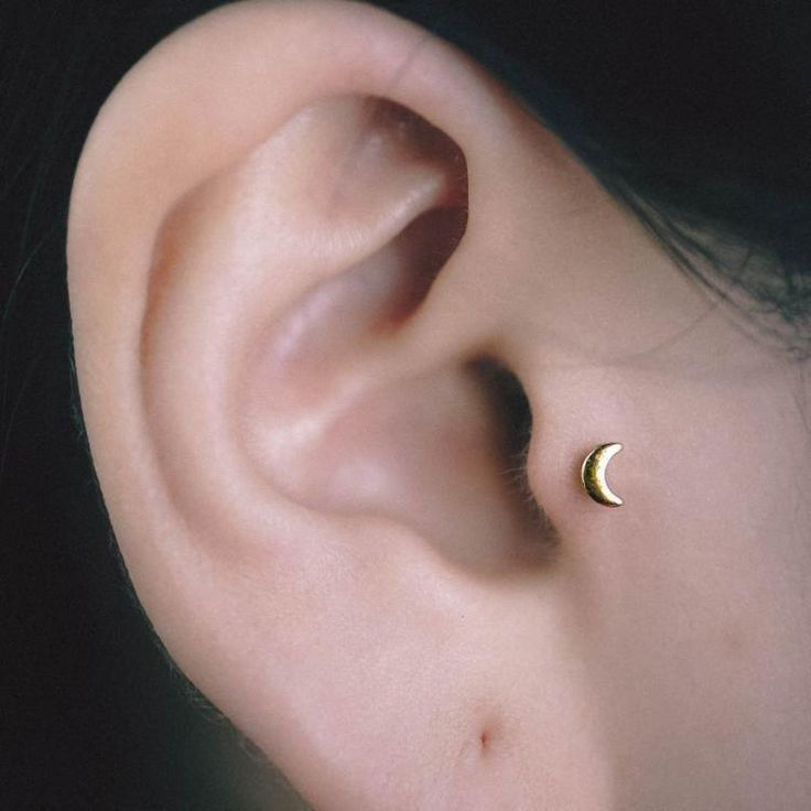 Mini Gold Moon Tragus Earring tragus jewelry Tragus piercing #BellyRing #HelixPiercing #GirlswithPiercings #BellyPiercing #NosePiercing #SeptumRing #PiercedGirls #BodyJewelry #PiercedandProud #PiercingAddict