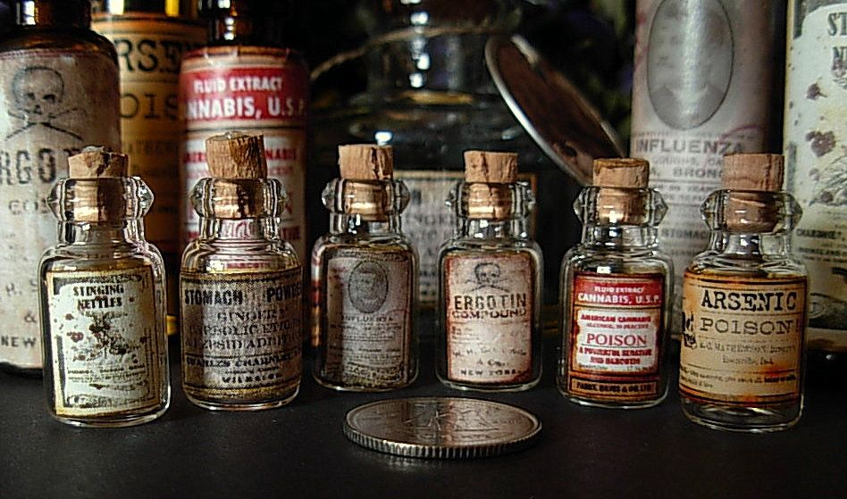 seeing things tiny medicine bottle labels tutorial