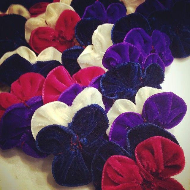 Middle-less pansy production ❤️ #pansy #lof #languageofflowers #flowerqueen #velvet #textiles
