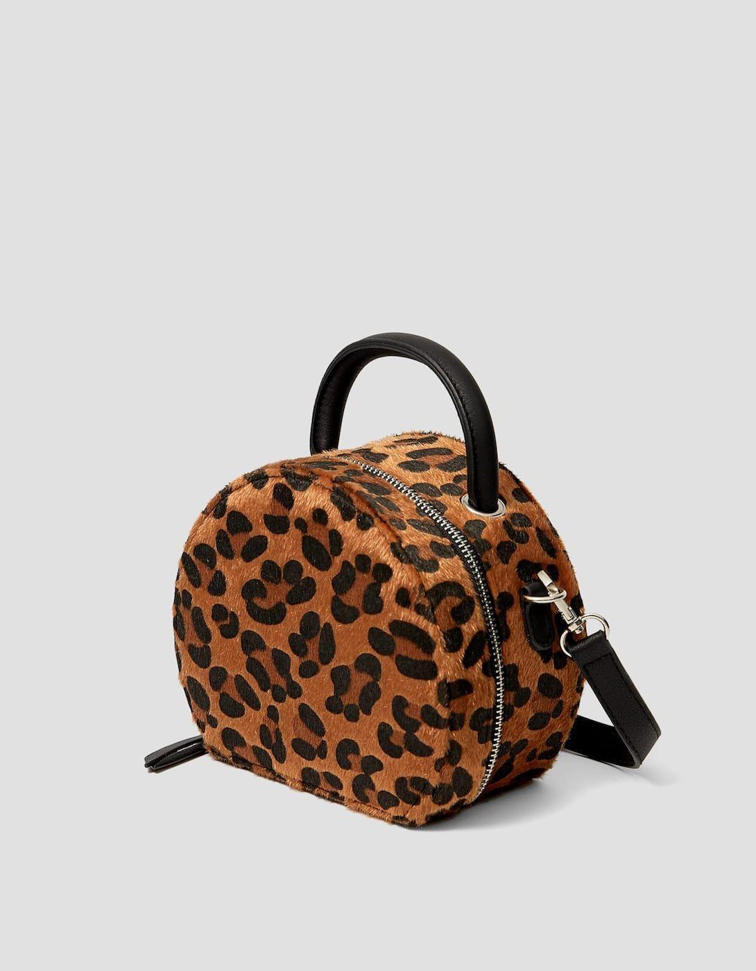 8464eda43 Bandolera caja leopardo | Chic | Bolso mochila, Stradivarius, Bolsos
