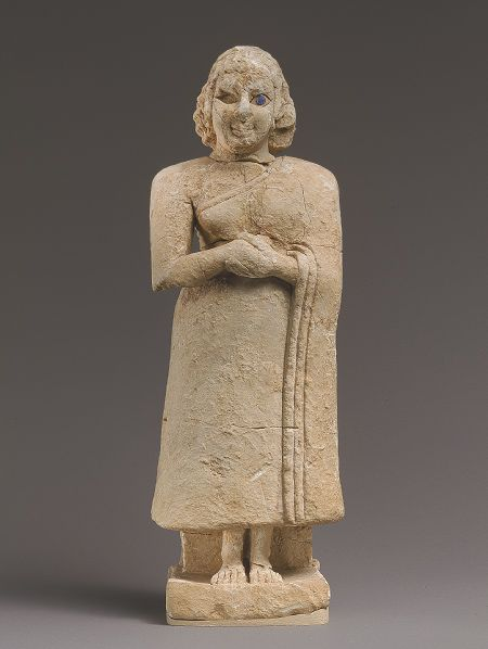 Standing female figure with clasped hands, Early Dynastic IIIA, ca. 2600–2500 BC. Mesopotamia, Nippur, Inanna temple, Level VIIB. Limeston...