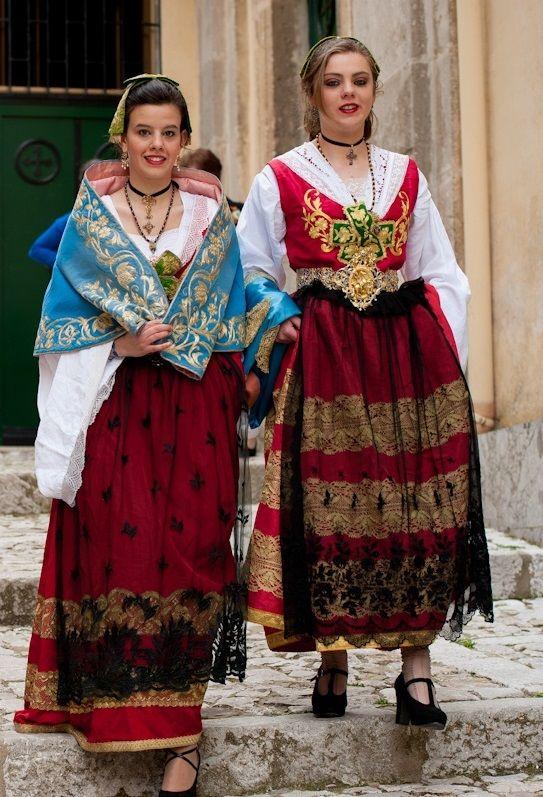 Pin di Enzo Albanese su panni enzo | Abiti alla moda, Moda e