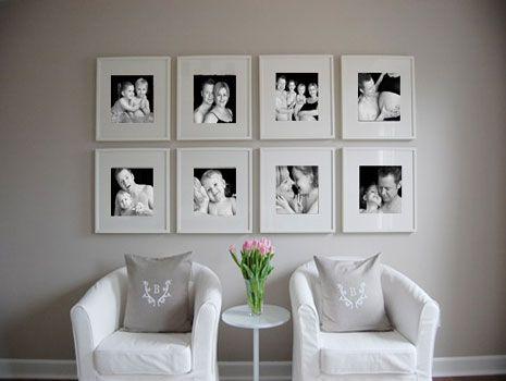 Disponer cuadros iguales en una pared buscar con google - Cuadros con fotos familiares ...