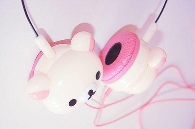 Fones de ouvido em forma de ursinho cor-de-rosa: muita fofura!