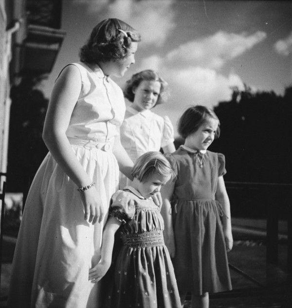 1952 in Soestdijk Beatrix (14 jaar), Irene (13 jaar), Margriet (9 jaar) en Marijke (Christina) (5 jaar)