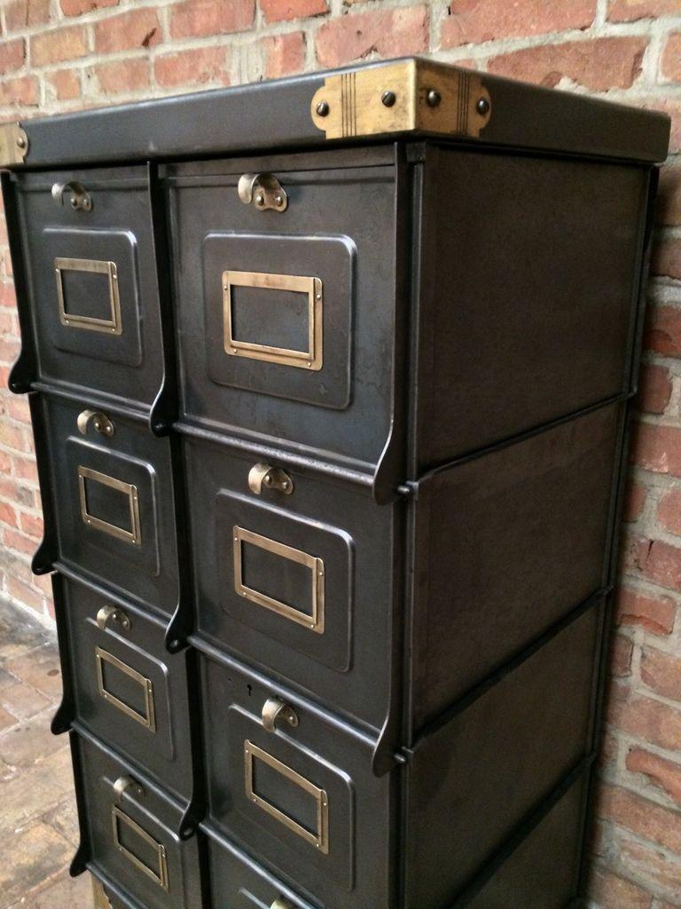 ancien meuble strafor de 1930 en m tal patine graphite 8 grands clapets avec les coins. Black Bedroom Furniture Sets. Home Design Ideas