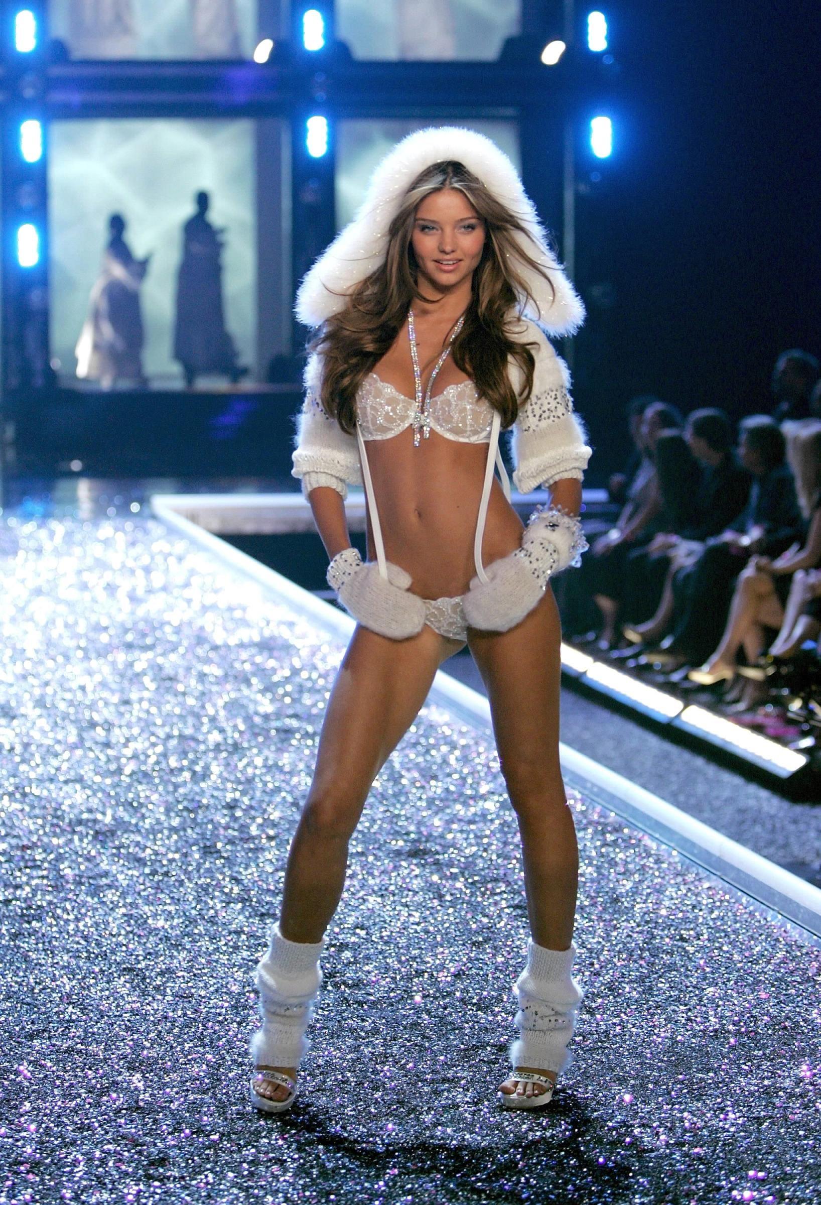 c1a062bd509 Miranda Kerr -- Victoria s Secret Fashion Show 2006 --