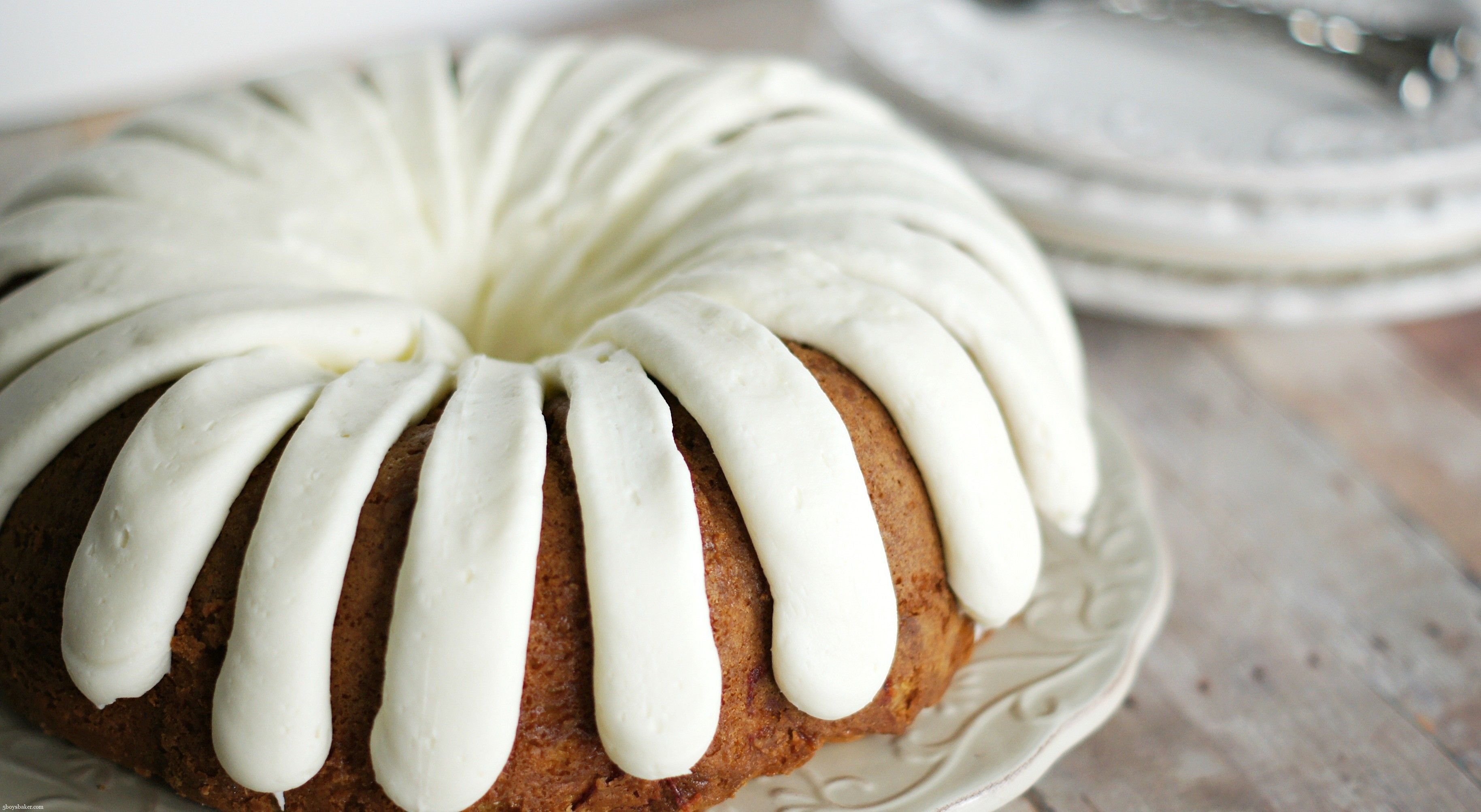 The recipe for the tortoise cake with sour cream is the magic of taste in simplicity
