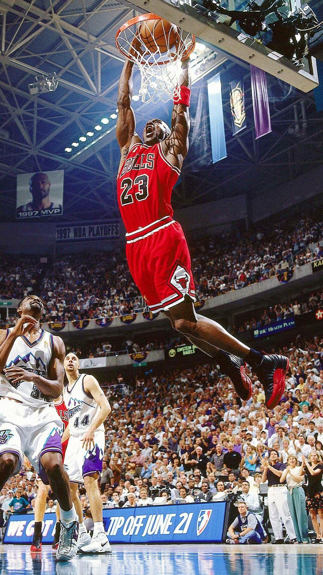 Great Dunk By Michael Jordan It Pretty Much Looks Like He S Flying Michael Jordan Dunking Michael Jordan Basketball Michael Jordan