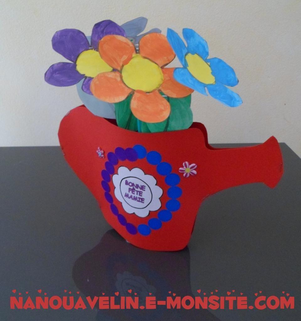 Bricolages Fête des mères et grand-mères - Arrosoir en fleur