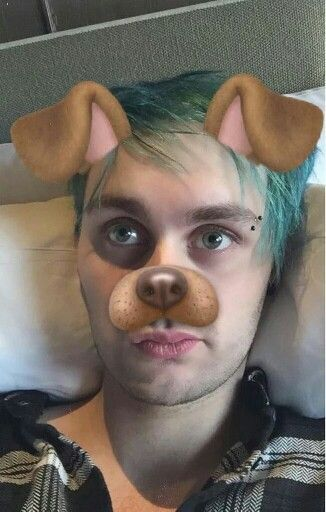 """""""hey im michael clifford. you should know me as the guy who gets drunk the most at parties and makes a fool of himself. kat is my sister. i love to play guitar and sing. introduce?"""""""