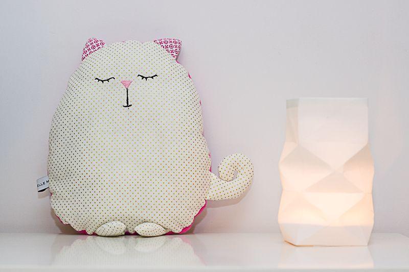 Mademoiselle m le coussin chat doudou tout doux coussin pillow pint - Coussin haute couture ...