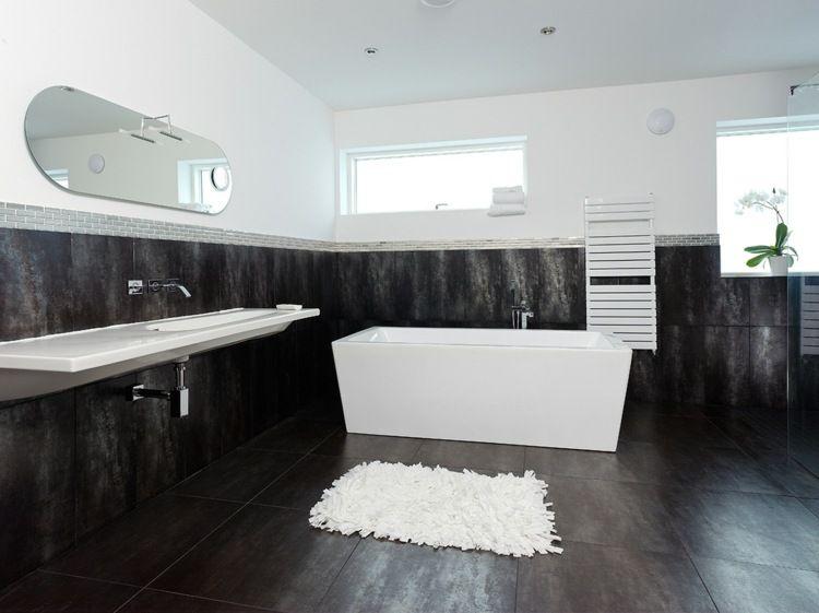 Salle de bain noir et blanc une pièce élégante et moderne